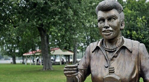 Lucy-Statue